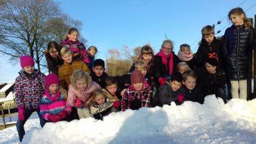 Groep 3-4 geniet van de sneeuw