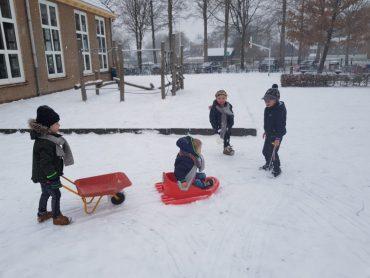 De Voorschool in de sneeuw