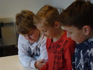 Groep 6 bezoekt het archief in Tiel